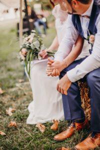 cérémonie laïque avec des bottes de foin -Wedding Planner Savoie